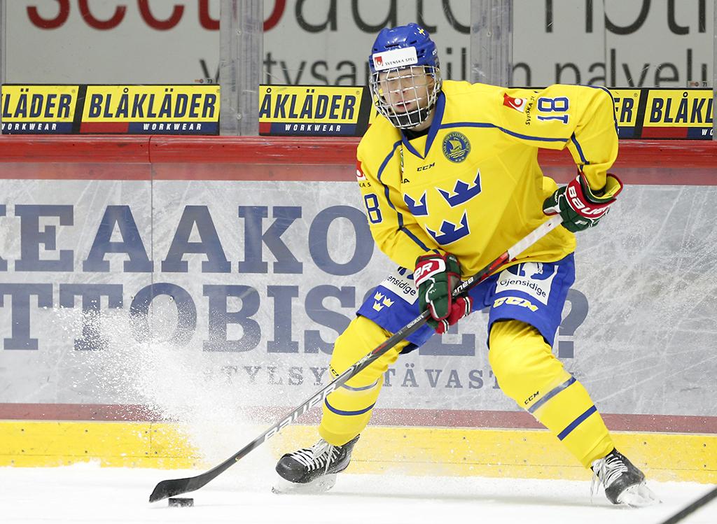 Hockey30 Lucas Raymond A Accuse Son Coach
